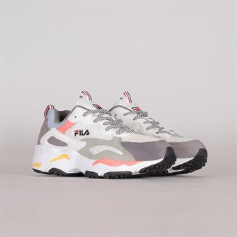 Shelta Sneakers
