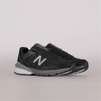 the best attitude 0d84c 25452 New Balance Womens 990 V5 Black