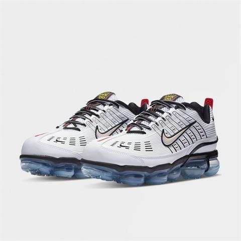 SHELTA Sneakers & street fashion sedan 2004